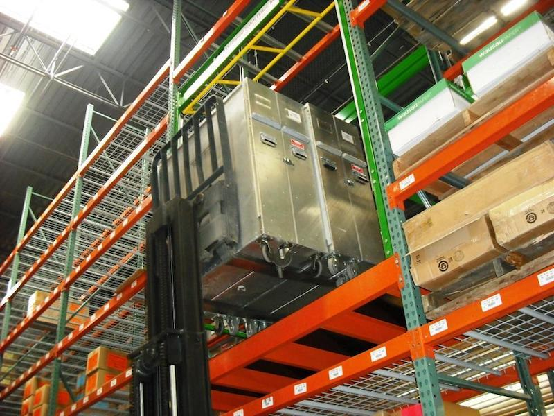 Rack supported Roly mezzanine safety gate