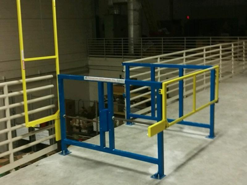 Safety gate for elevated platforms